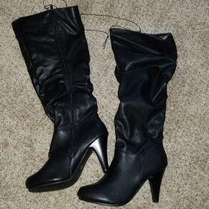 Nwt  black high heel boots